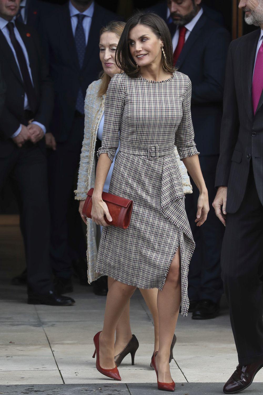 Letizia con un vestido de Pedro del Hierro.