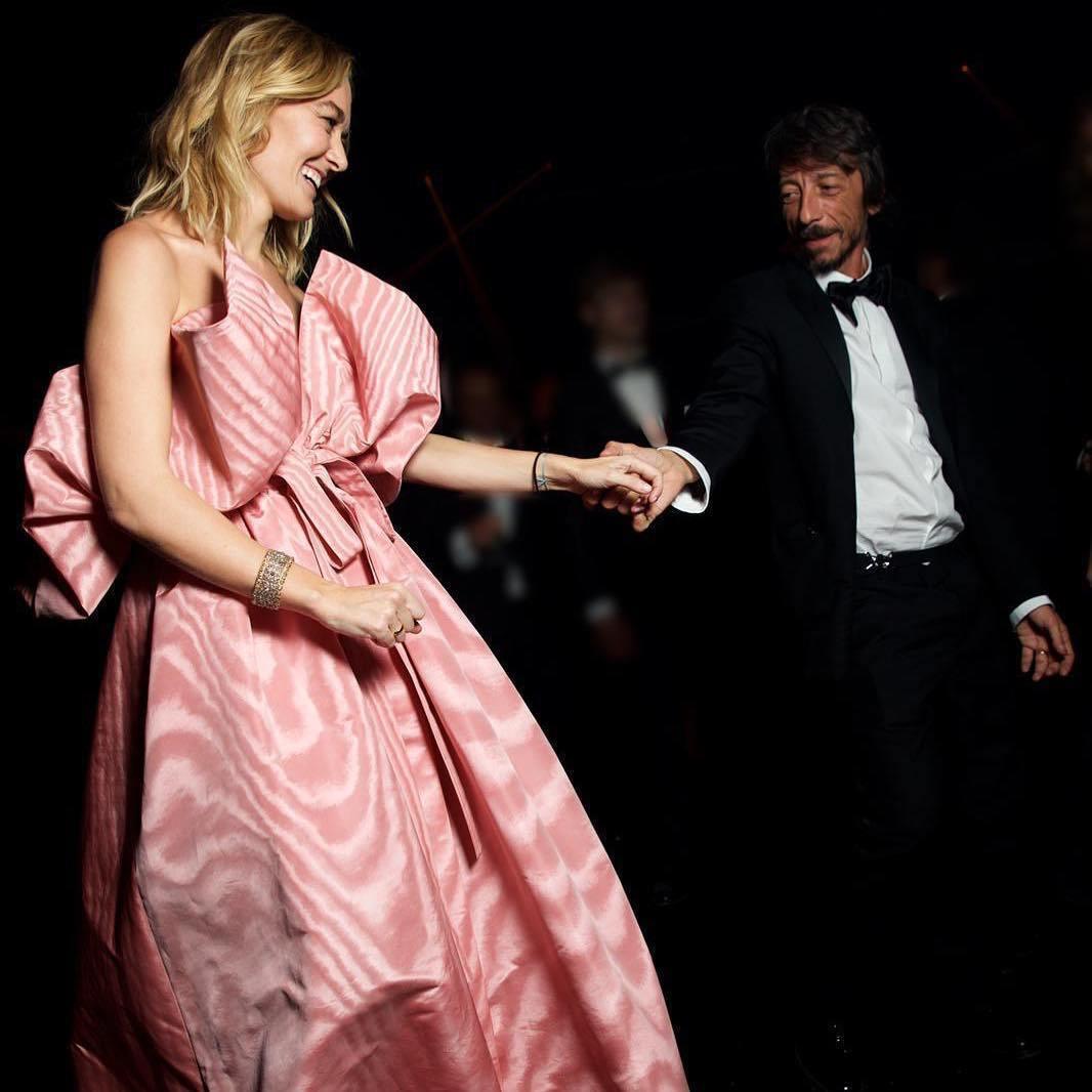 Marta Ortega con vestido rosa de Pierpaolo Piccioli.