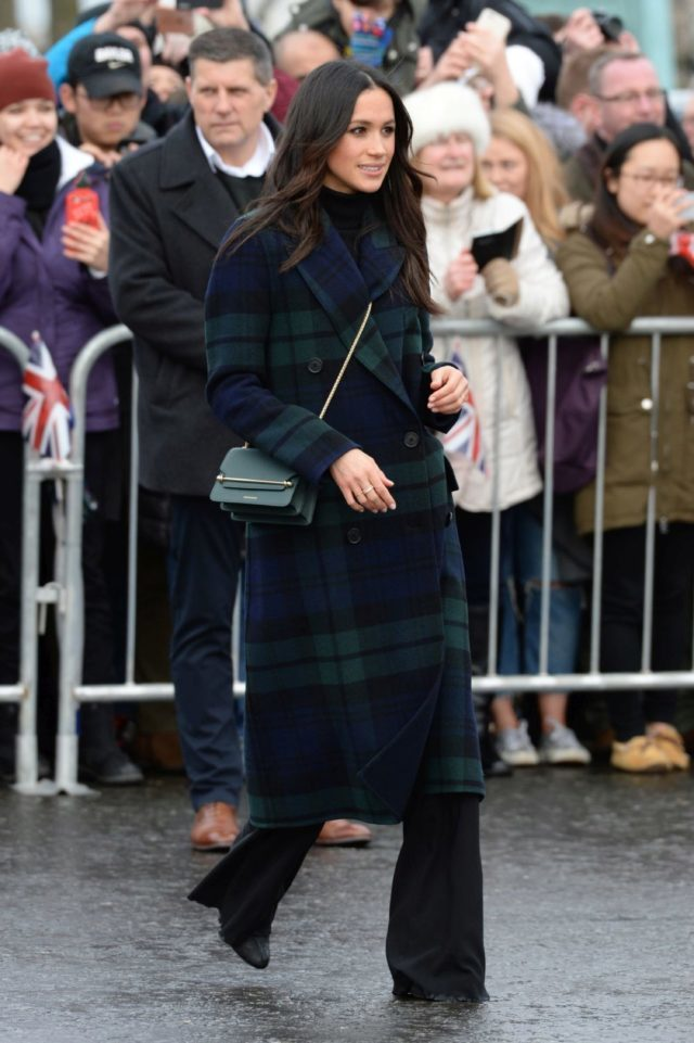Meghan Markle con un abrigo de Burberry.