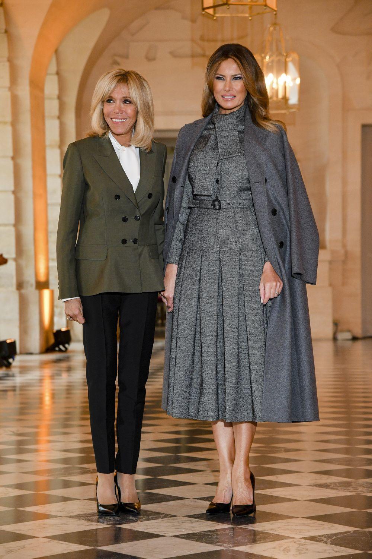 Melania Trump, en Paris, posa con Brigitte Macron.