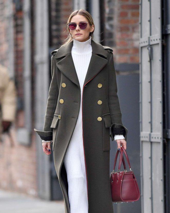 Olivia Palermo, con un abrigo de estilo militar.