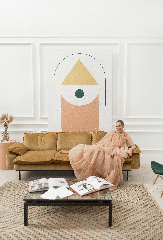 Piluca Hueso, CEO de Rue Vintage 74, con vestido-capa de tul rosa,...