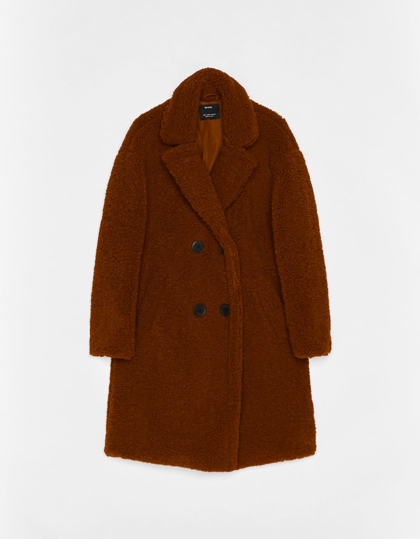 Abrigo largo cruzado de borreguillo. (49,99 euros).
