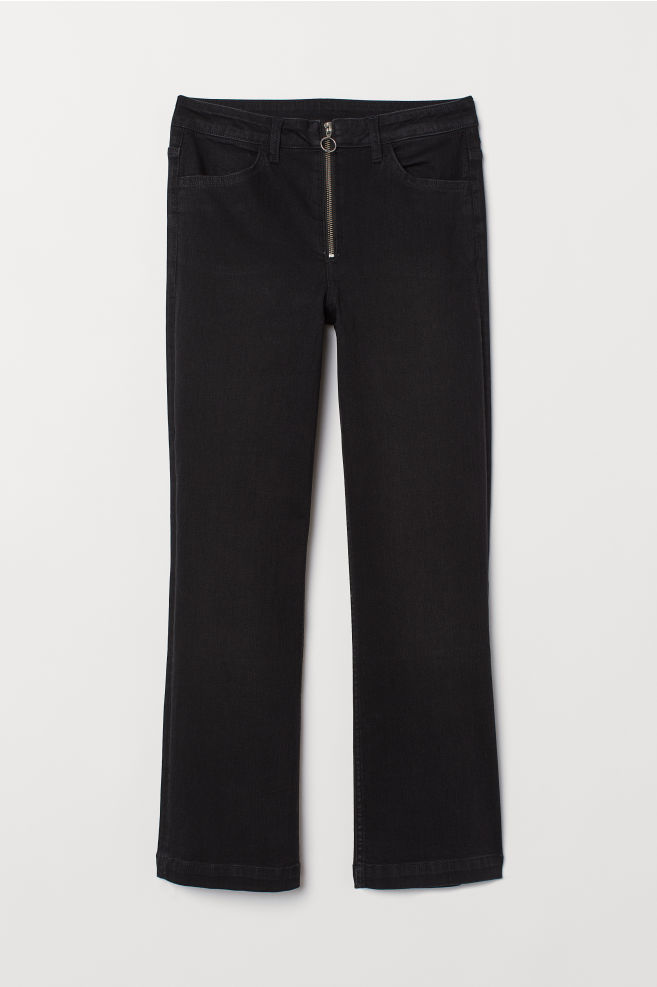 Jeans Kickflare en negro de H&M (24,99 euros).