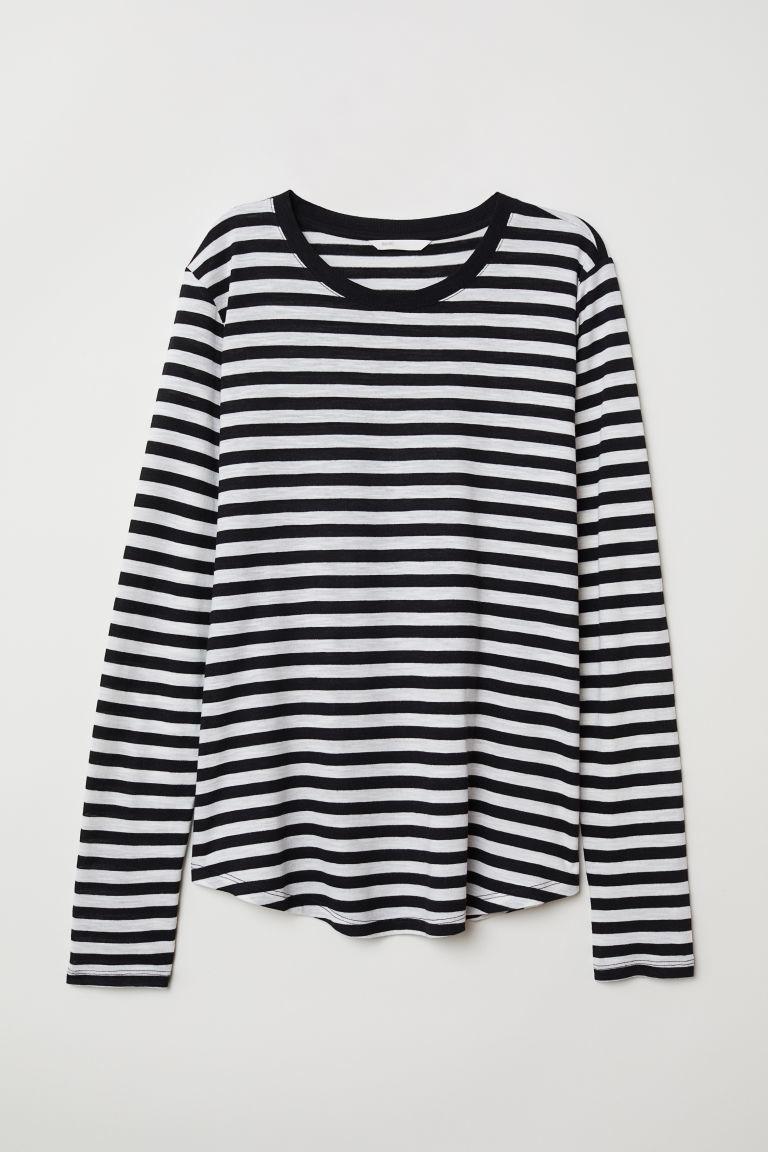 Camiseta básica a rayas negras y blancas, de H&M (12,99 euros).