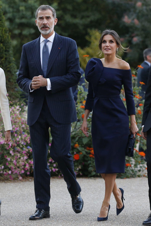 Los reyes en su visita a París, donde Doña Letizia volvió a escoger...