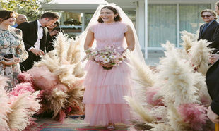 349433b0bf Mandy Moore o como ser una novia moderna vestida de rosa