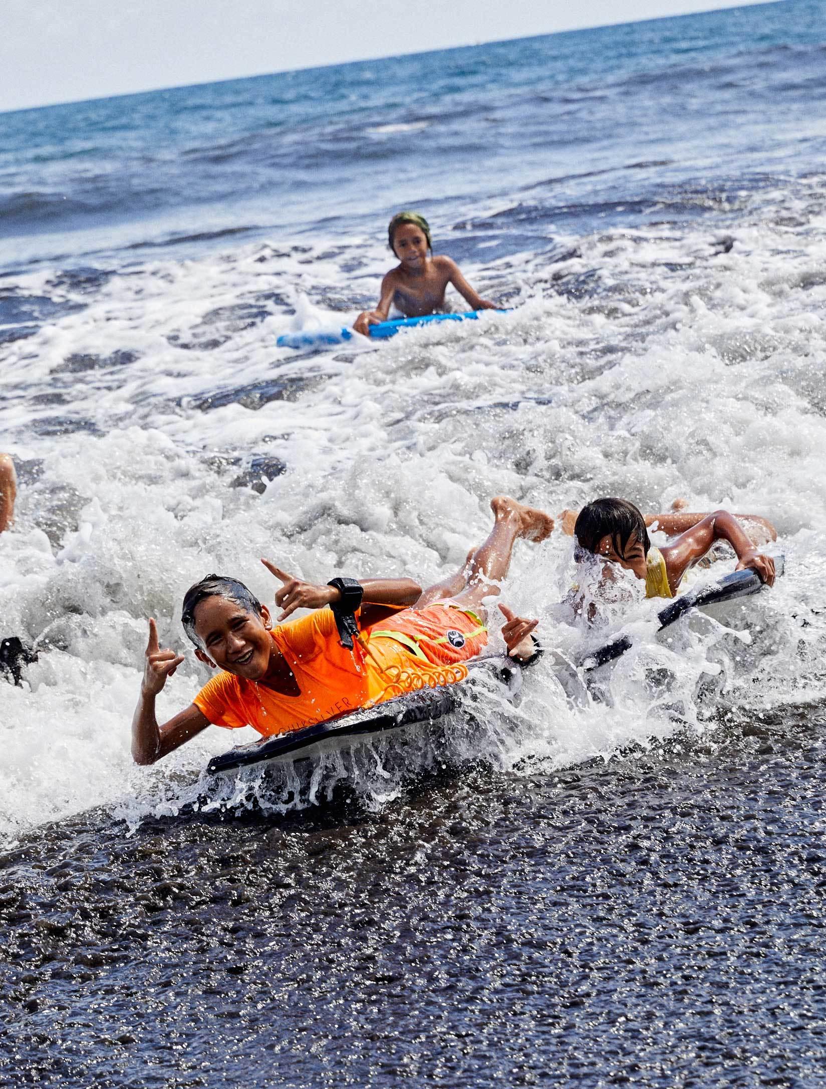 El surf es uno de los deportes favoritos de Tahití.