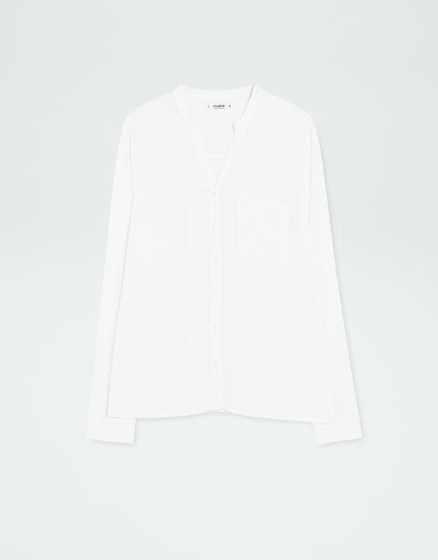 Camisa blanca cuello mao (12,99 euros)