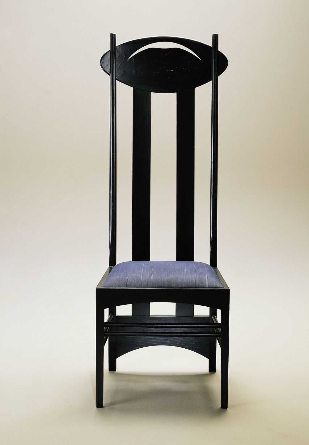 La silla diseñada en 1898 es distribuida actualmente por Cassina.