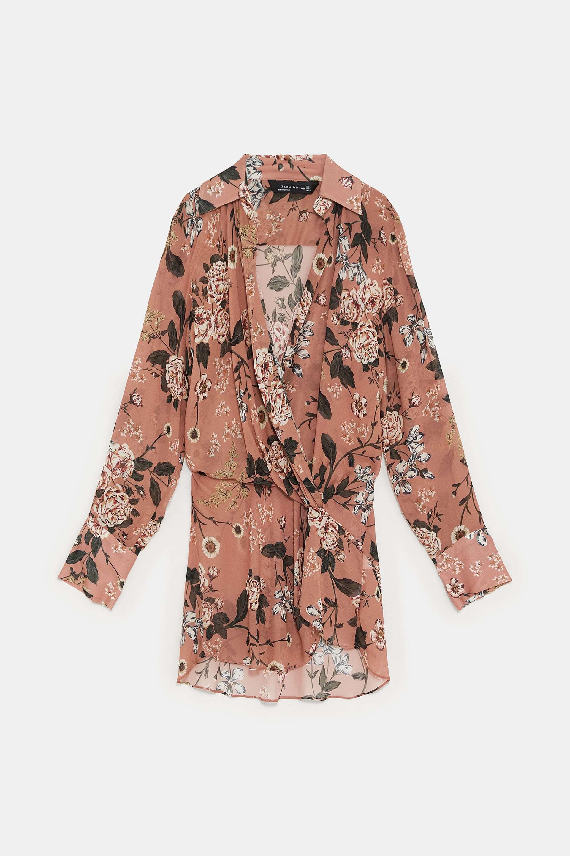 Blusa de estilo pijama de Zara (39,95 euros).
