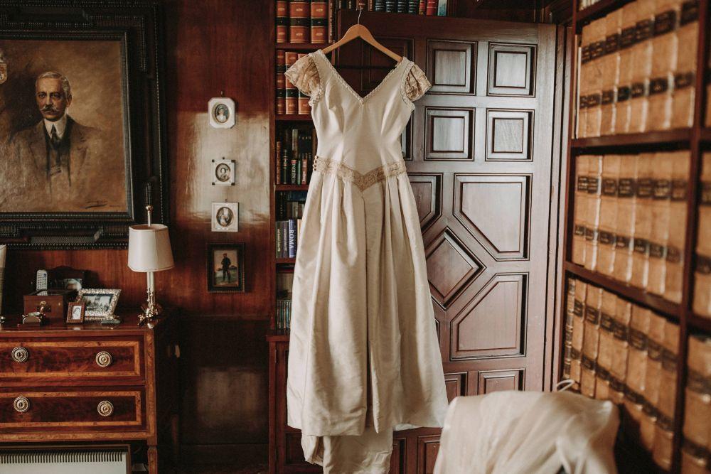 El vestido de novia era obra de la diseñadora Mercedes Cruz.