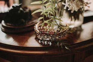 Mercedes decidió juntar dos piezas de joyería para hacer su tiara....