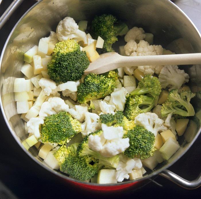 Algunas verduras como la familia de las coles (brócoli, coles de...