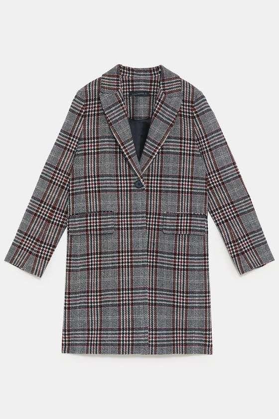 Abrigo de cuadros con detalles de Zara, (89,95 euros)