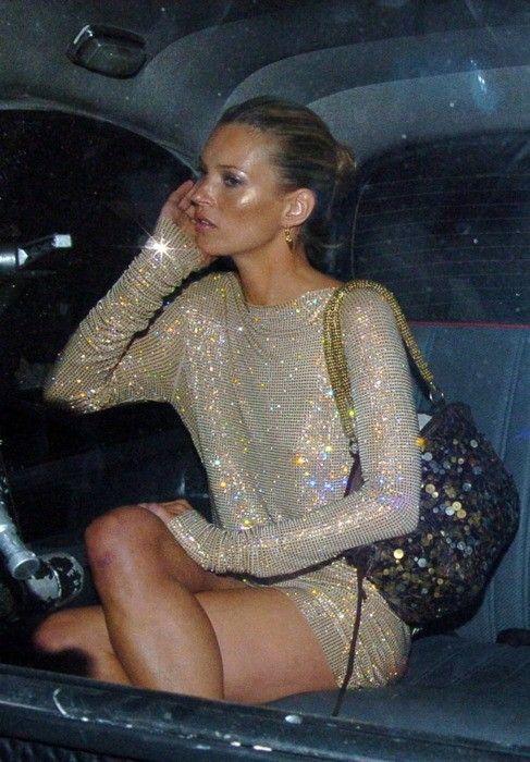 Kate Moss con un vestido de lentejuelas.