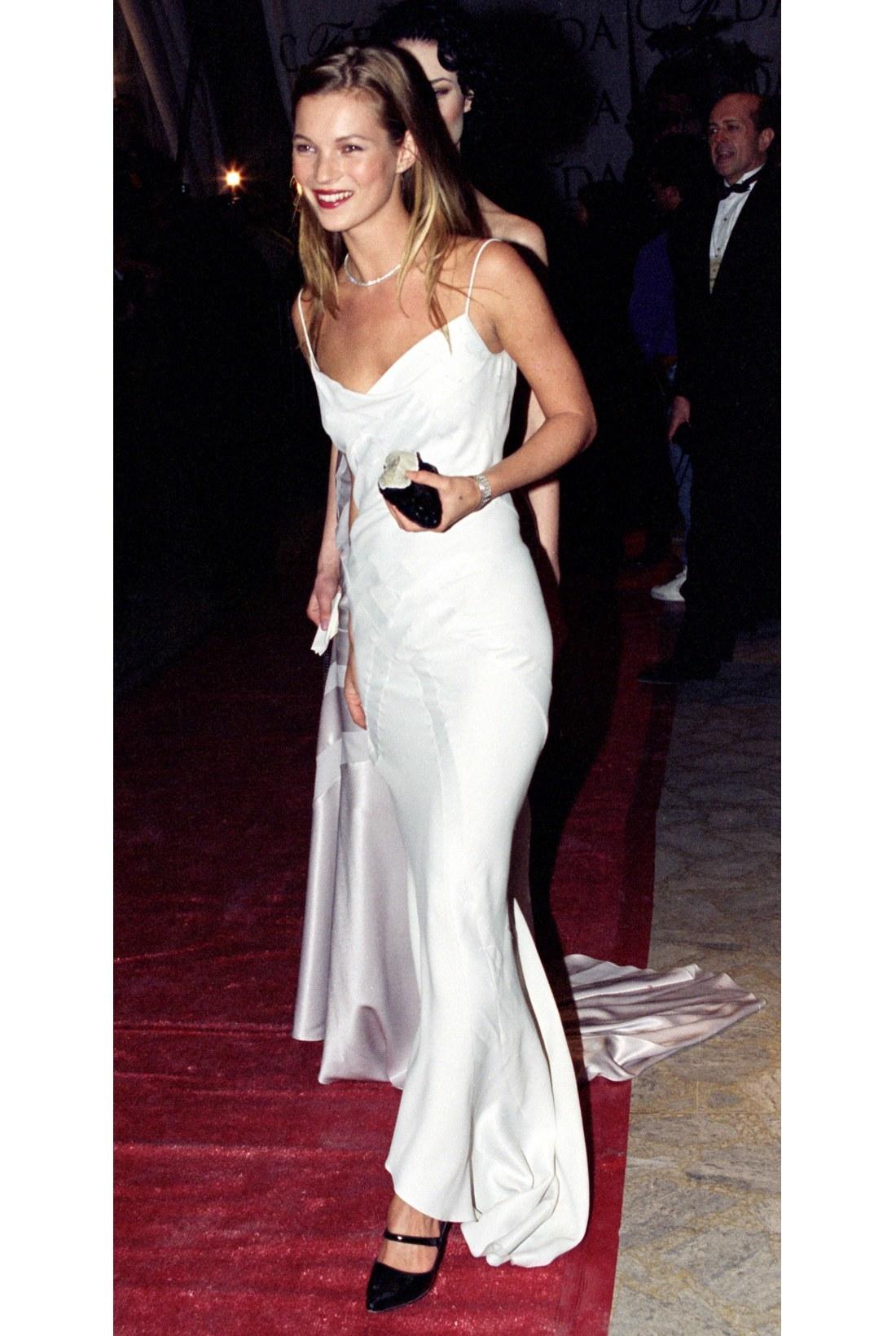 Kate Moss con vestido lencero.