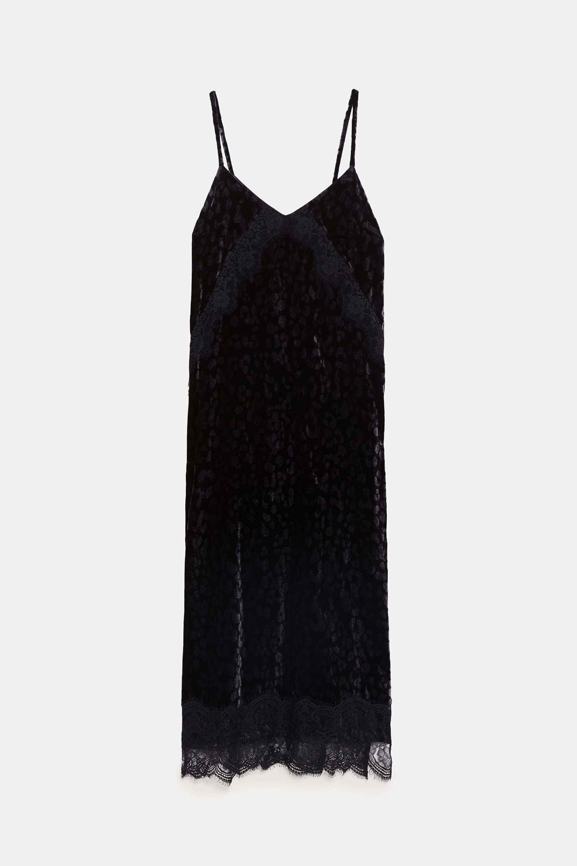 Vestido lencero de Zara (39,95 euros).