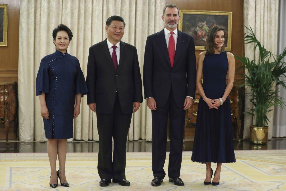Xi Jinping y su esposa junto a don Felipe y doña Letizia