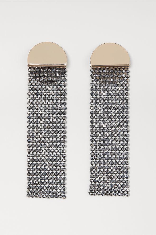 Pendientes con strass de H&M (14,99 euros)