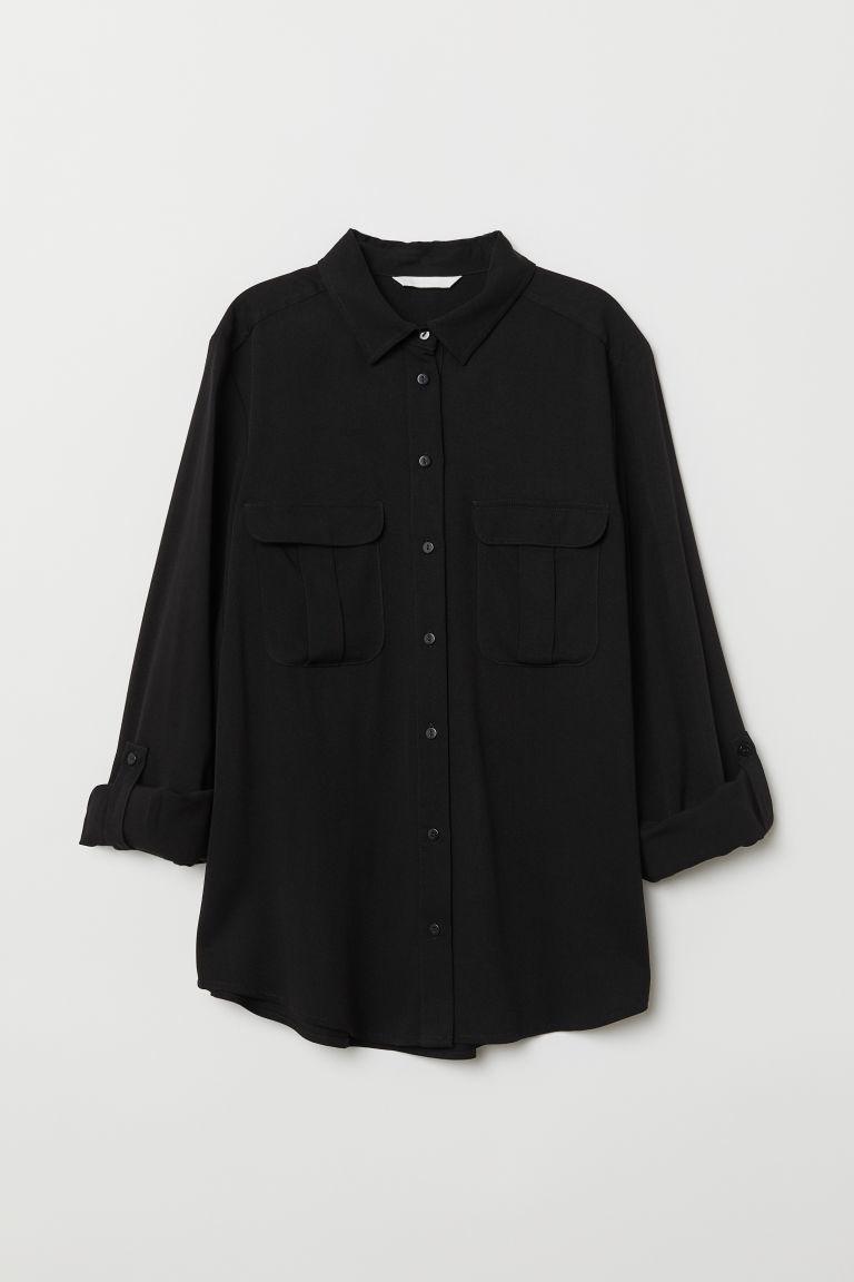 Camisa negra con bolsillos, de H&M (24,99 euros).