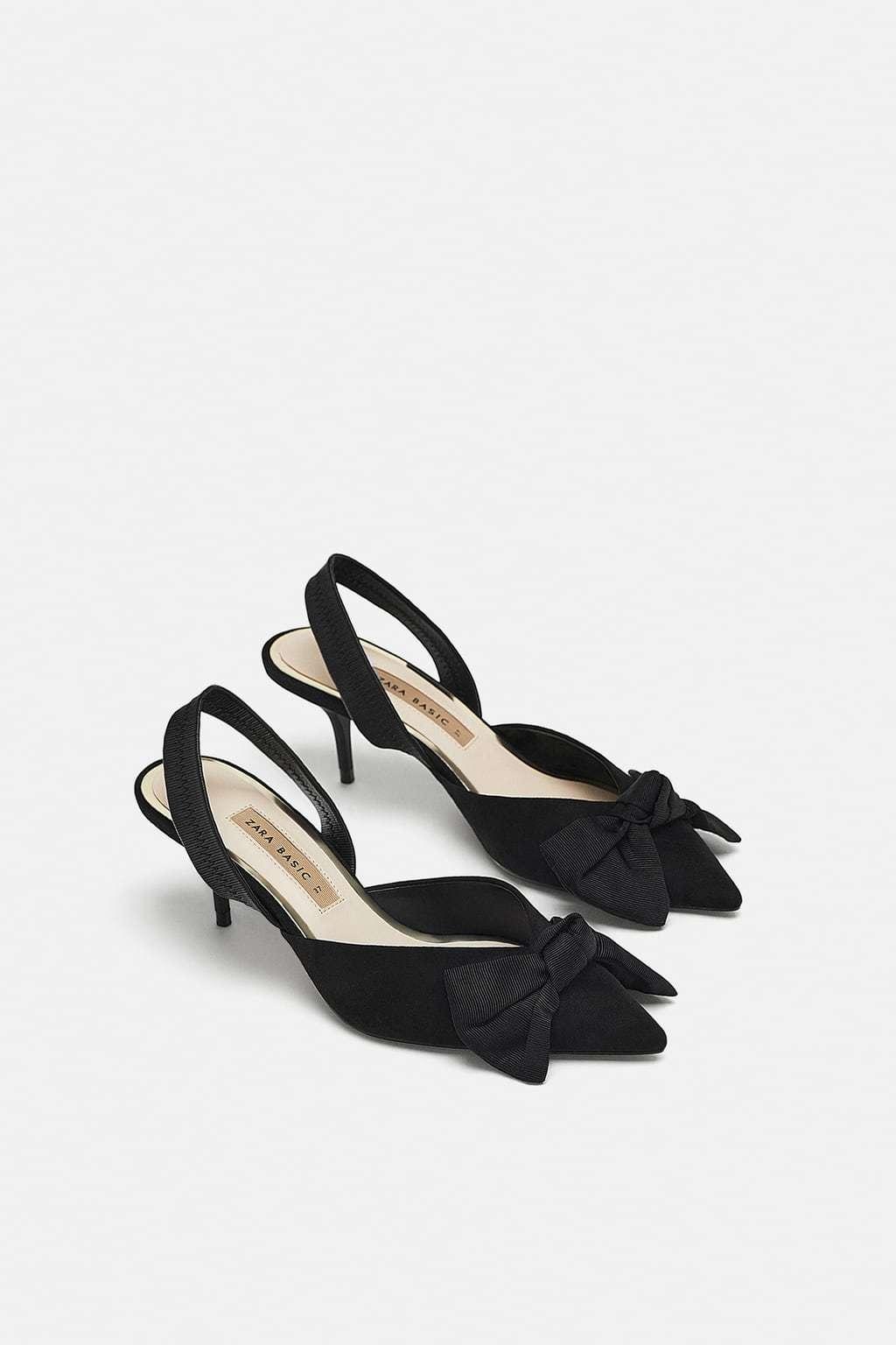 Zapatos de tacón destalonado con lazo, de Zara (25,95 euros).