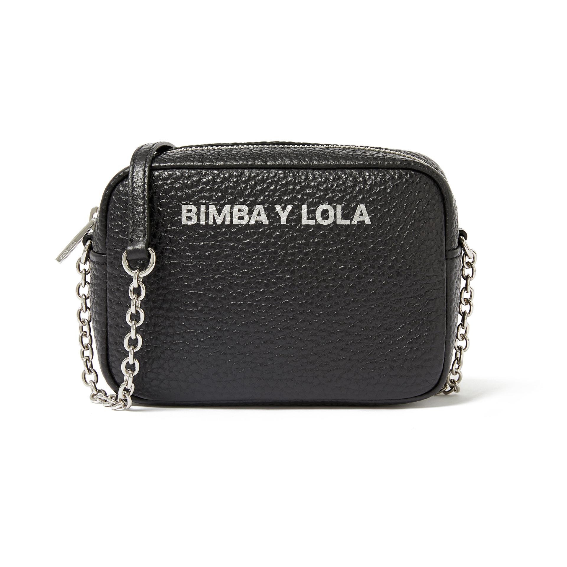 Bolso en color negro, de Bimba y Lola (124 euros).