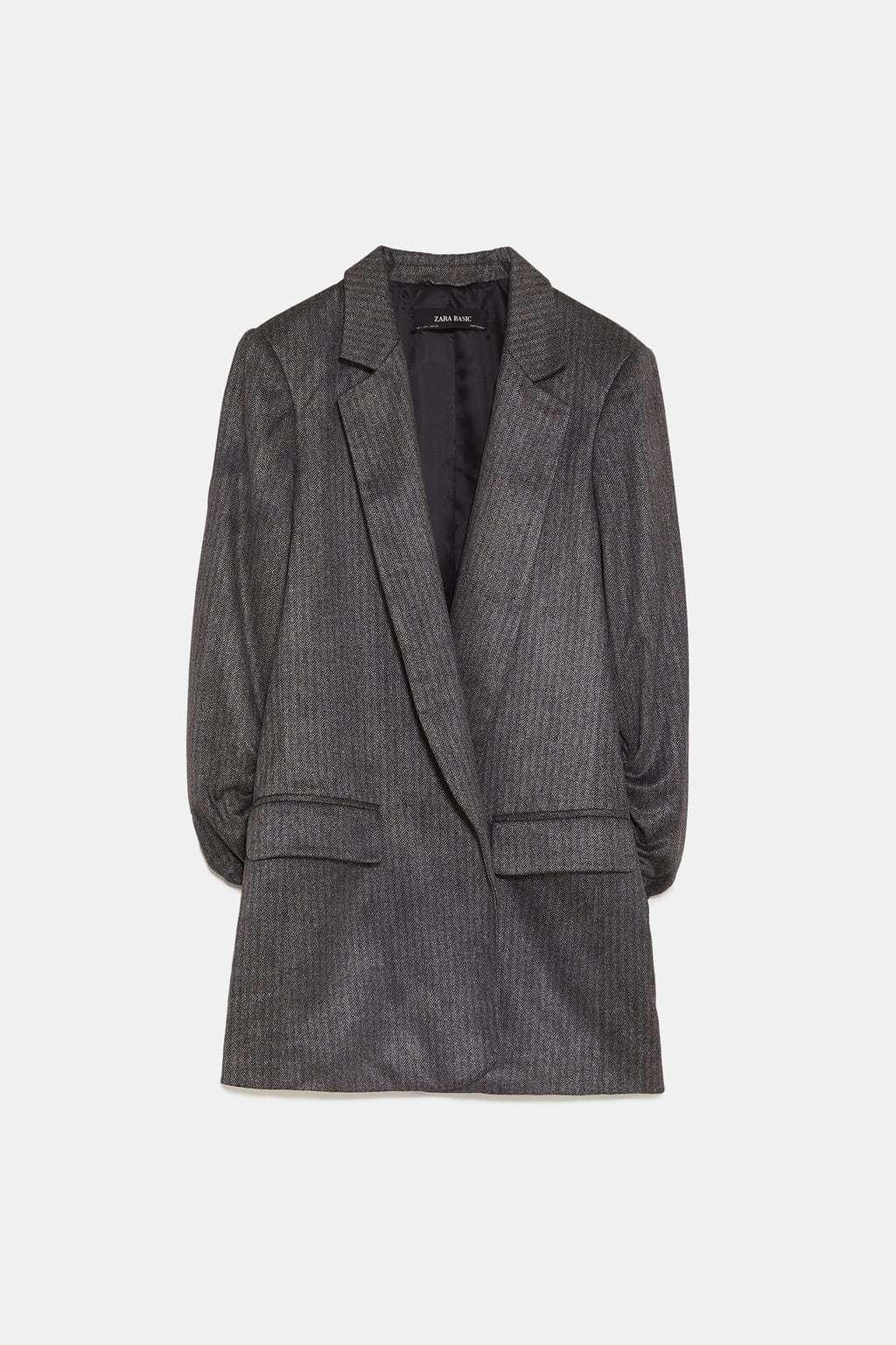 Blazer de espiga, de Zara (29'95 euros).