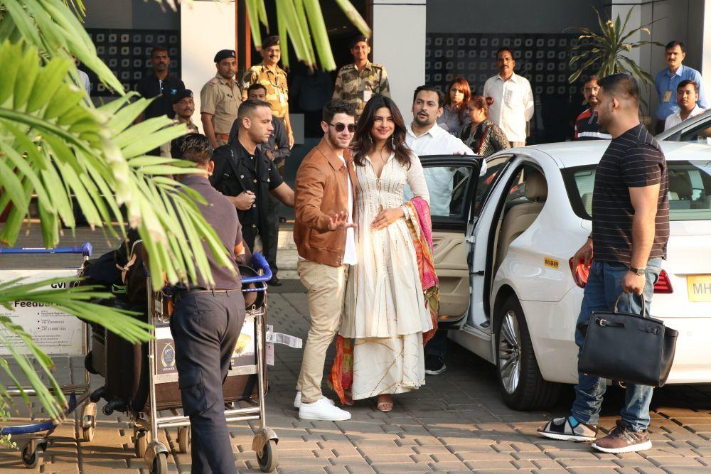 Los novios a su llegada en el aeropuerto de Jodhpur.