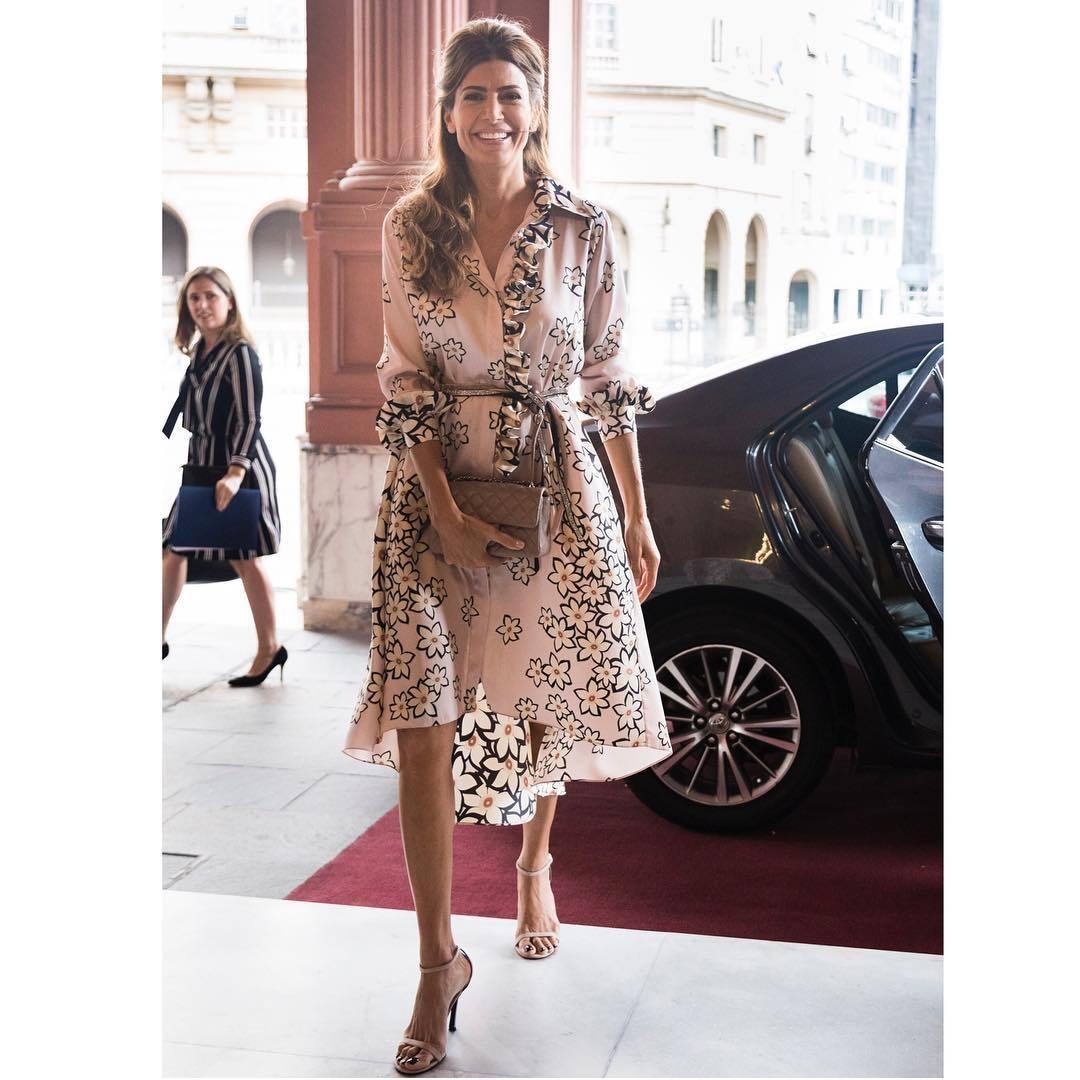 El vestido en print floral de Juliana Awada.