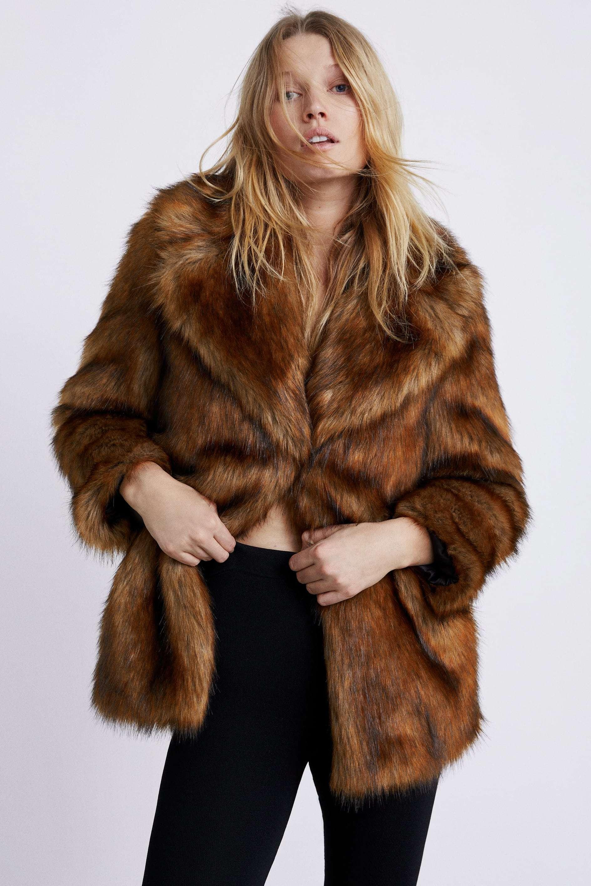 nuevo concepto 6ef55 e2be2 Cinco abrigos de Zara en los que invertir este invierno ...