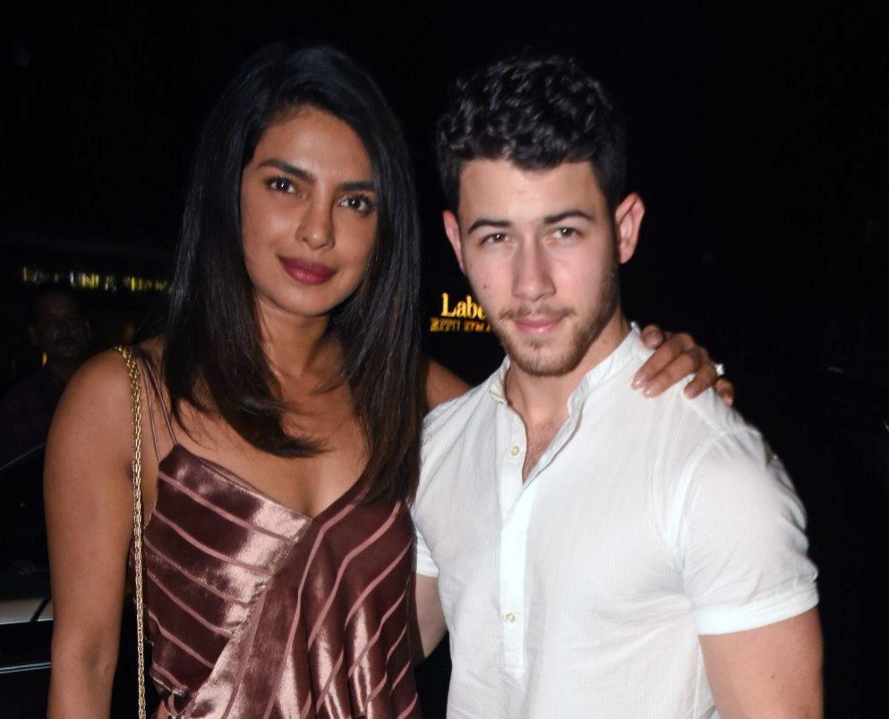 Priyanka Chopra y su prometido en uno de los festejos previos a su...