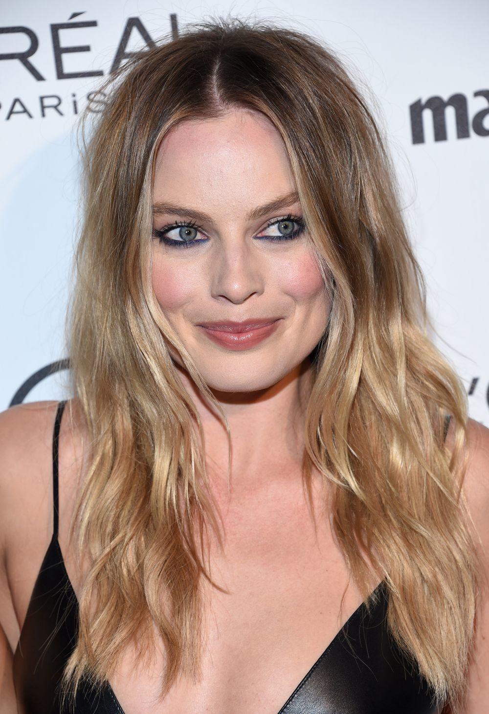Margot Robbie presume de piel por sus estrictos rituales de limpieza e...