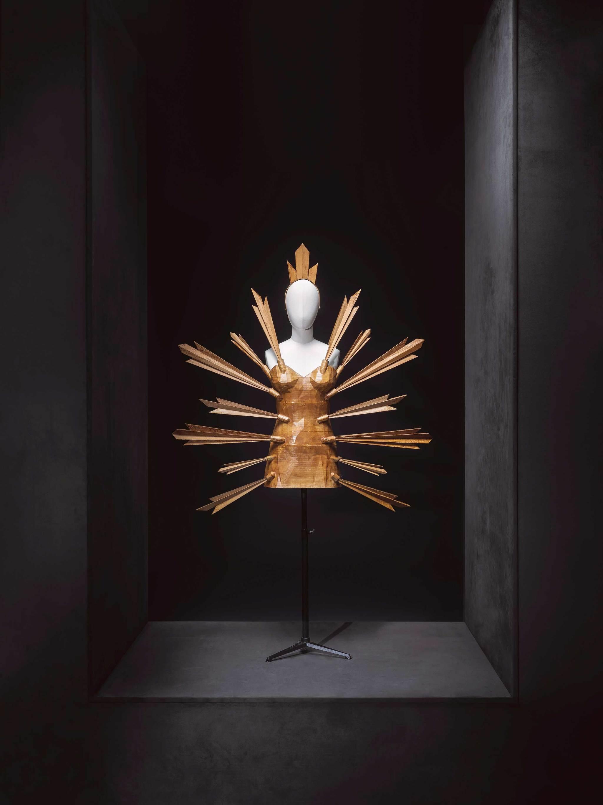 Leandro Cano, vestido Caireles de la colecci