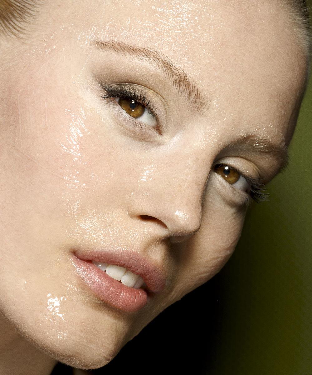 15 mascarillas de noche que hidratan y alisan tu piel mientras...