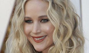 Jennifer Lawrence con el pelo rizado, tendencia este año.