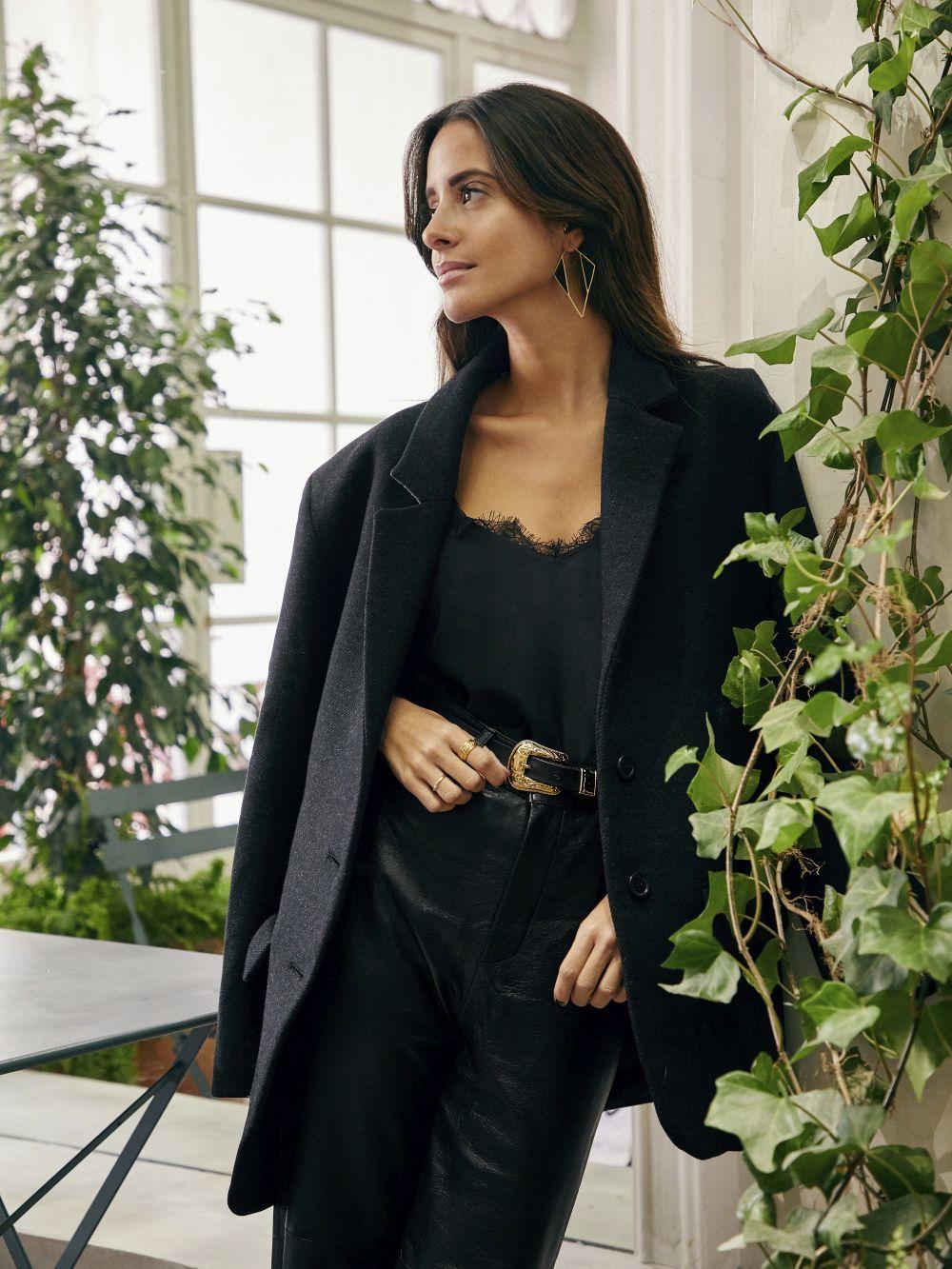María Fernández Rubiés con blazer oversize, ROUGE PARIS, sobre top...
