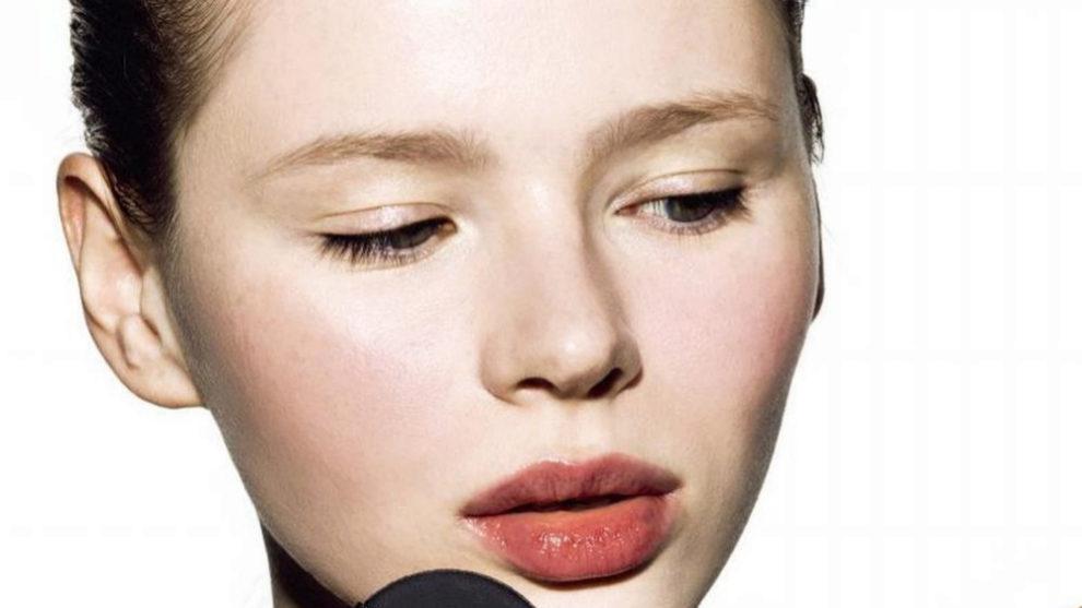 Descubre cómo hacer que tus labios parezcan más gruesos y bonitos...