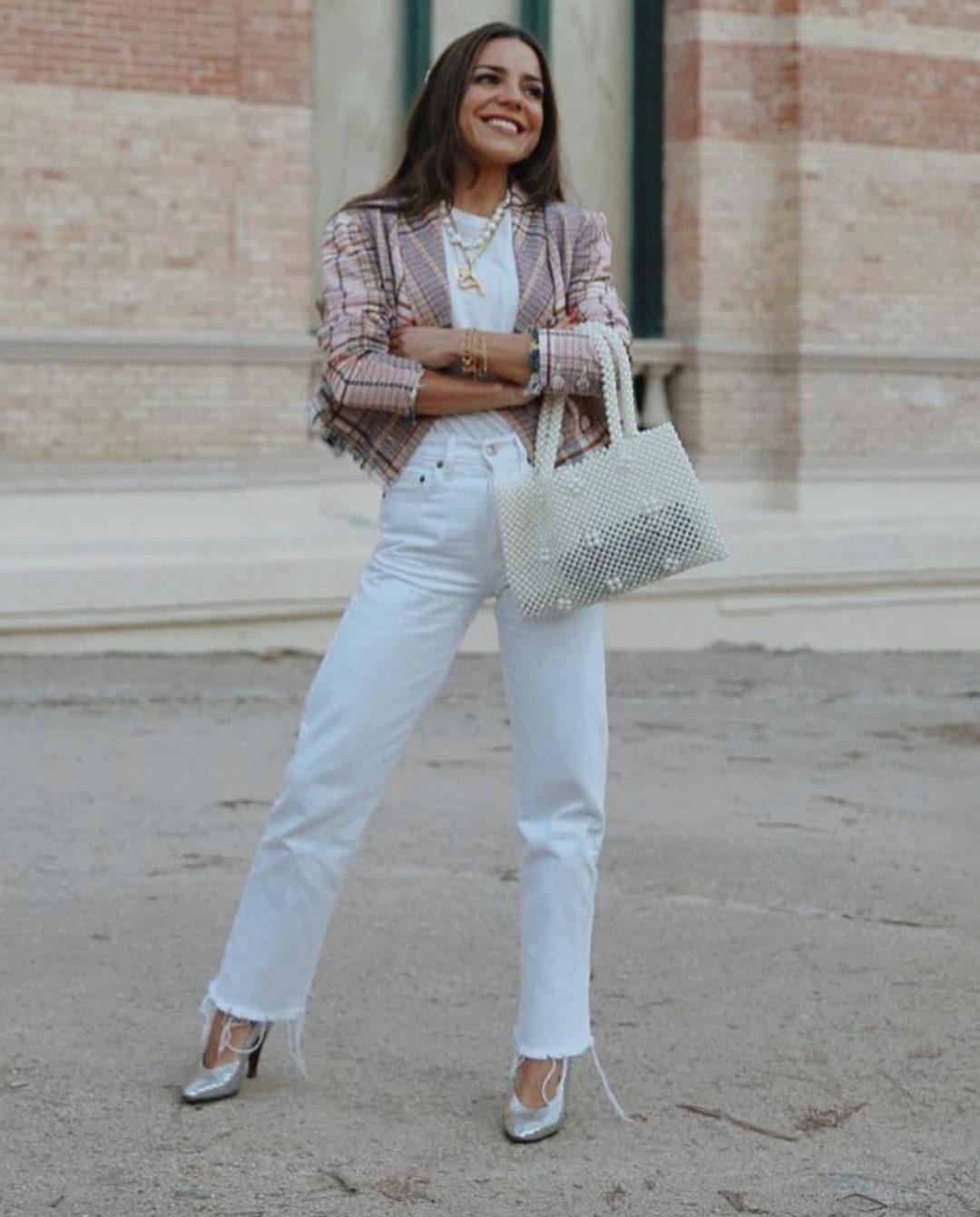 """La periodista Paula Ordovás con una chaqueta """"crop"""" en uno de sus..."""
