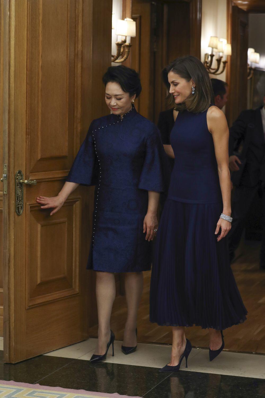 Peng Liyuan, esposa del presidente de China, y la reina Letizia