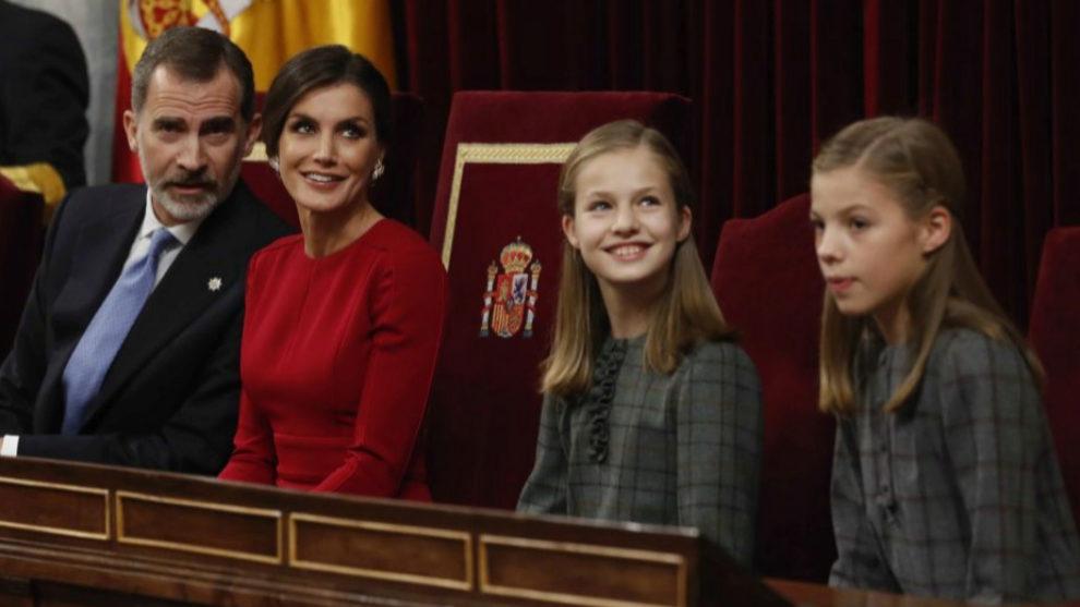 Los reyes, junto a sus hijas, en 40 Aniversario de la Constitución...