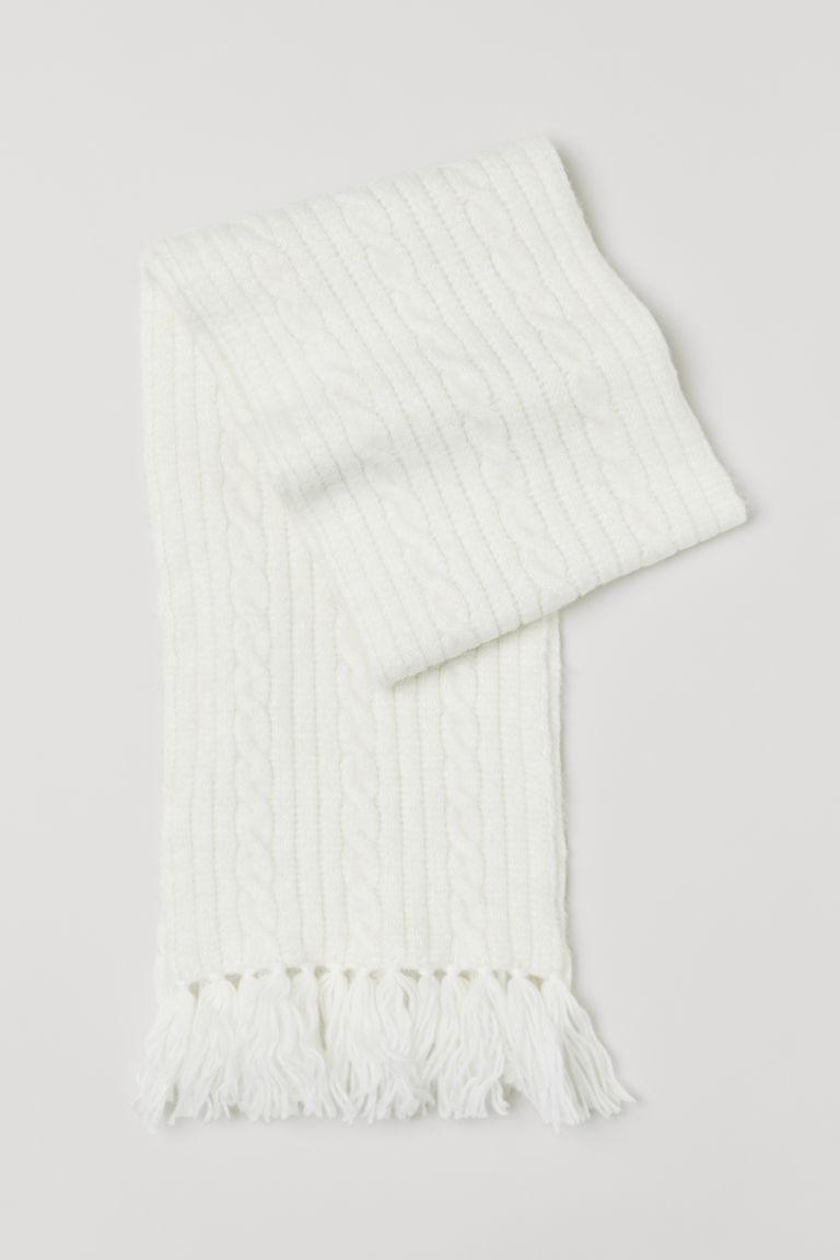 Bufanda blanca, de H&M (19,99 euros).