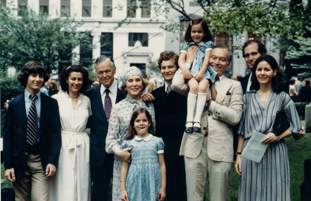 Aerin delante de Estée Lauder con sus padres, su hermana Jane y sus...