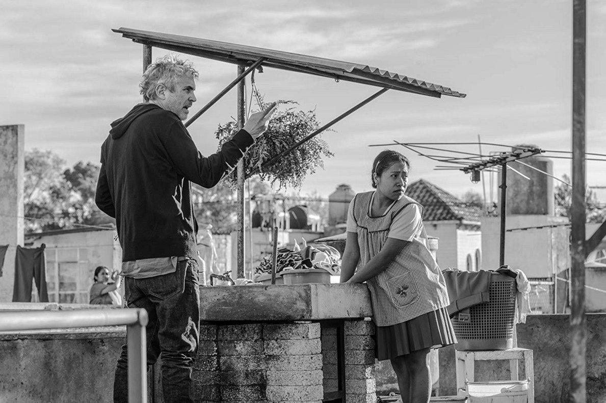 Alfonso Cuarón junto a Yalitza Aparicio, la actriz protagonista de...