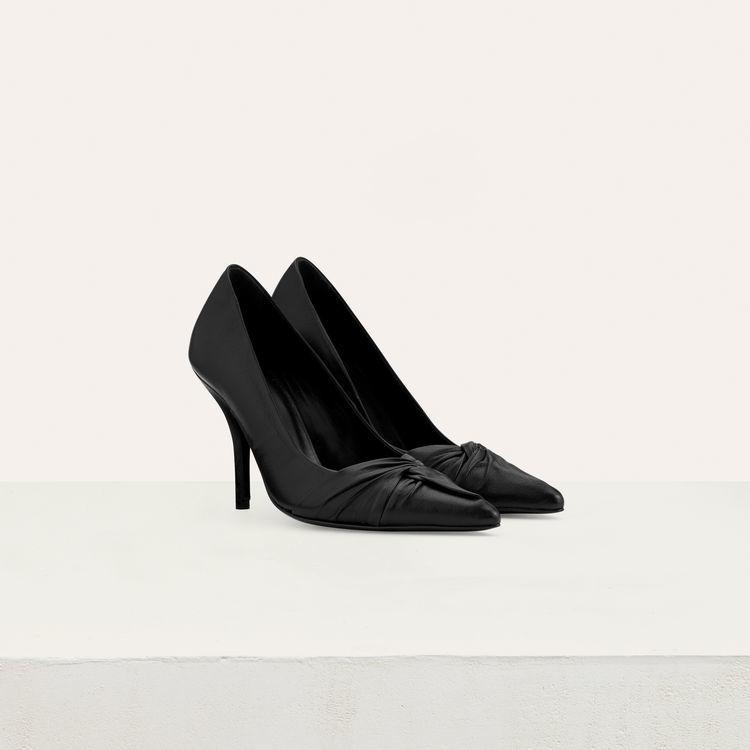 Stilettos de piel en color negro, de Maje (285 euros).