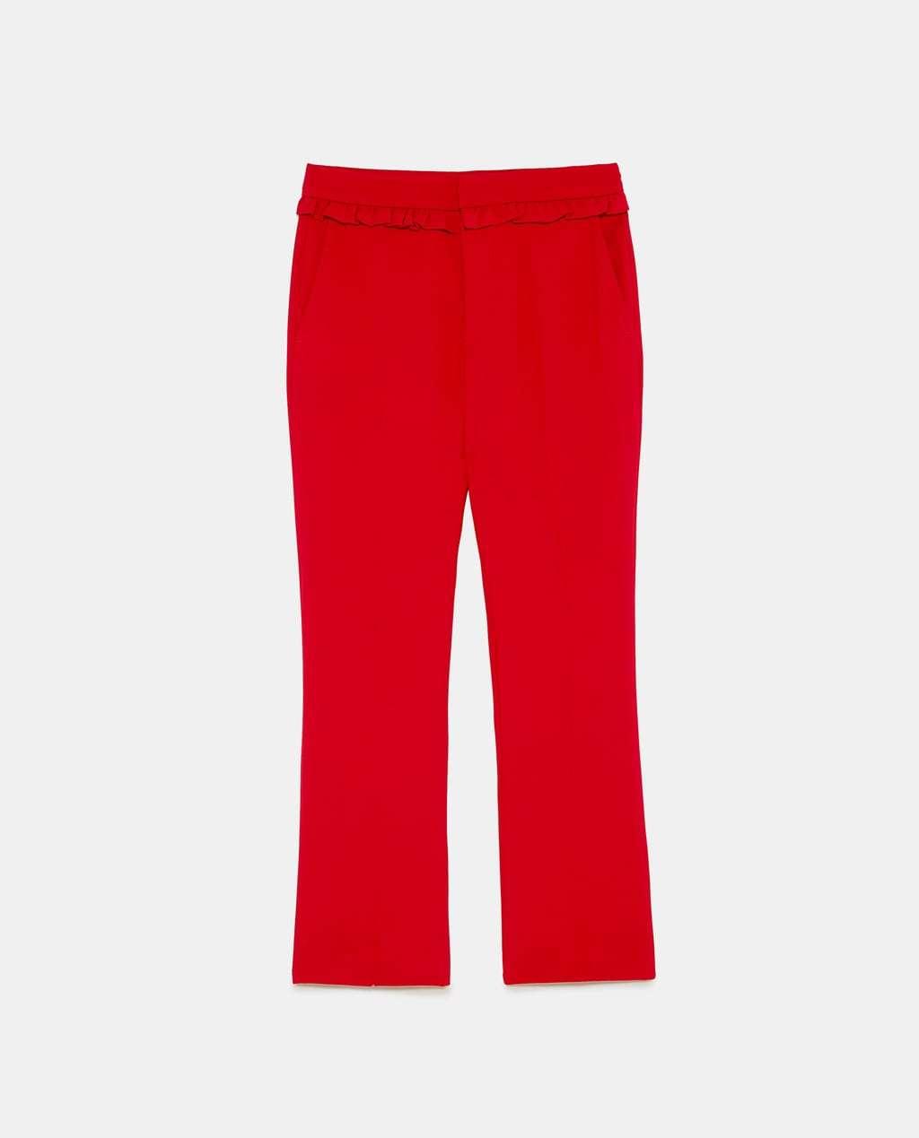 Pantalón de sastre rojo, de Zara (29'95 euros).