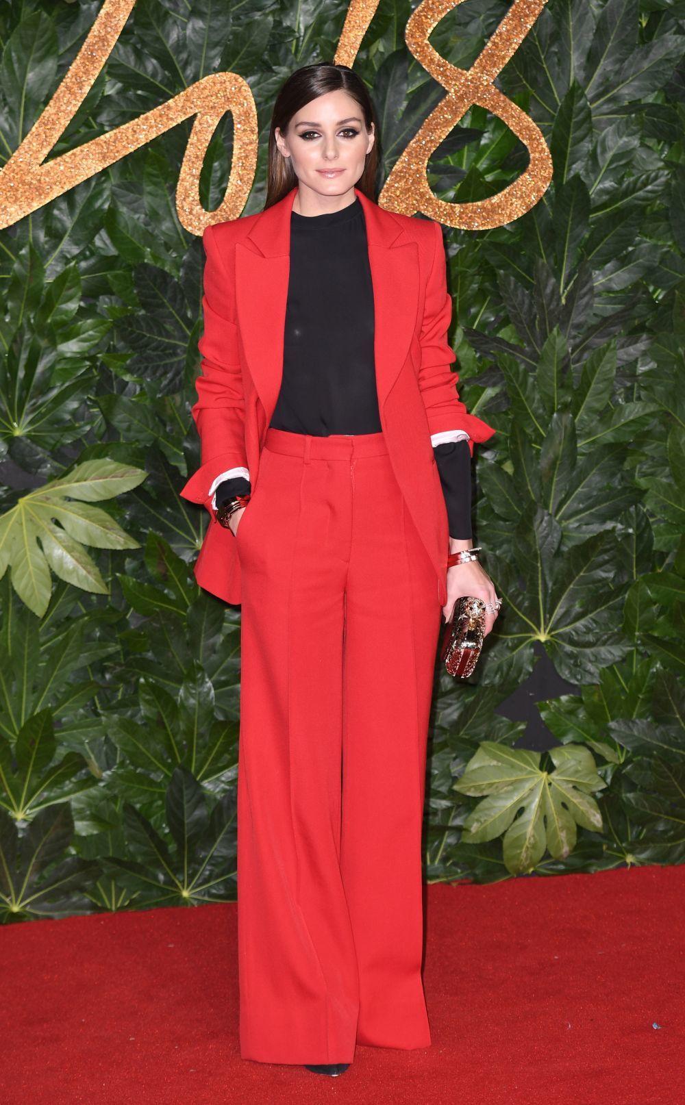 Olivia Palermo tiene el traje sastre que te soluciona la Navidad ... d54e8aebdabf