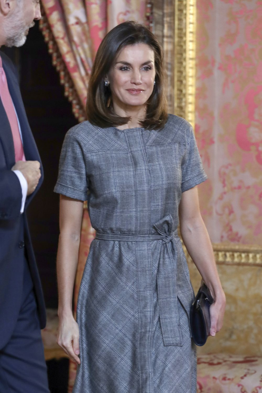 La reina Letizia con vestido de Massimo Dutti.