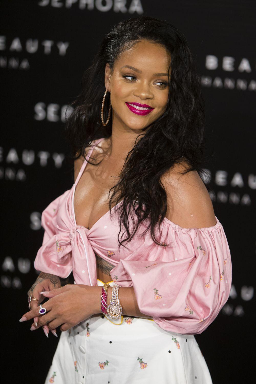 Rihanna es una de las famosas que se apunta a las uñas postizas para...
