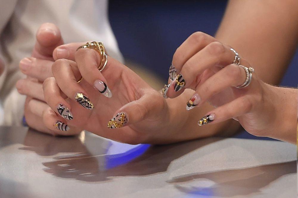 Estas manos son de Blanca Suárez: la actriz se apunta a las uñas...